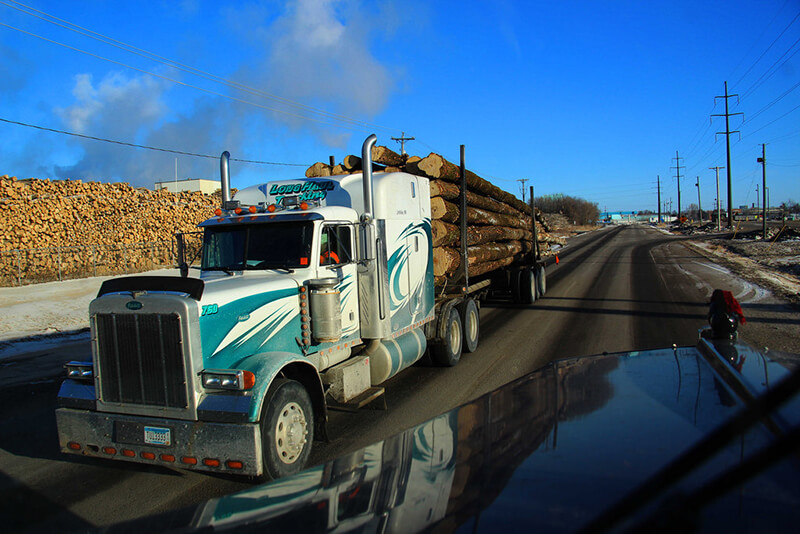 Do Your Long-Haul Trucking Clients Have Enough Coverage?